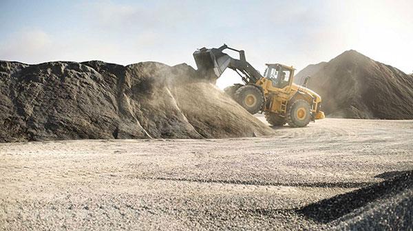 Leech-Earthmoving-dirt-loader-hire-bulk-earthworks-castlemaine