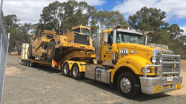 Leech-Earthmoving-transport-float-scraper-hire-tipper-truck-dog-hire-castlemaine
