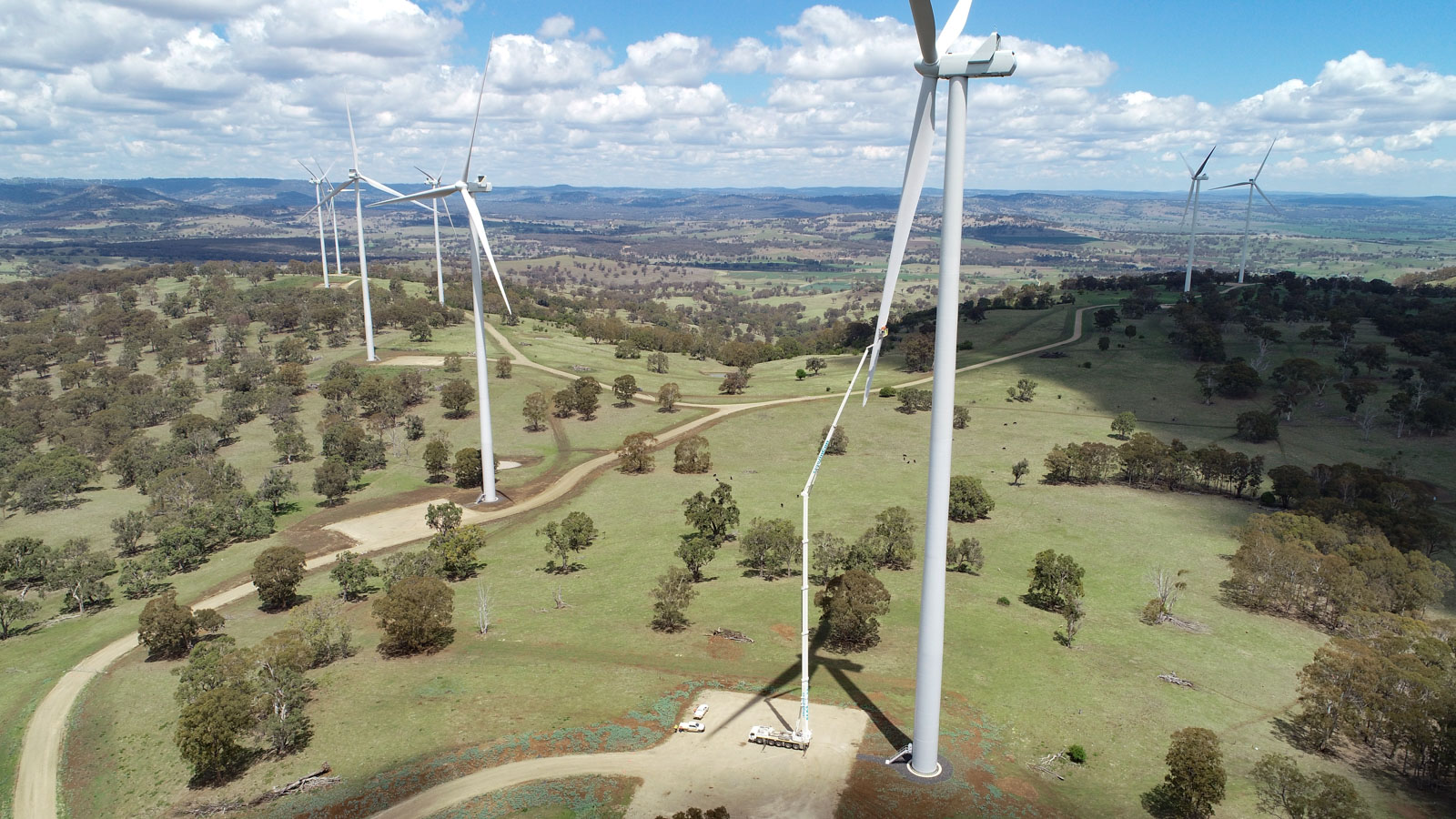 103m Mobile crane reaching a turbine