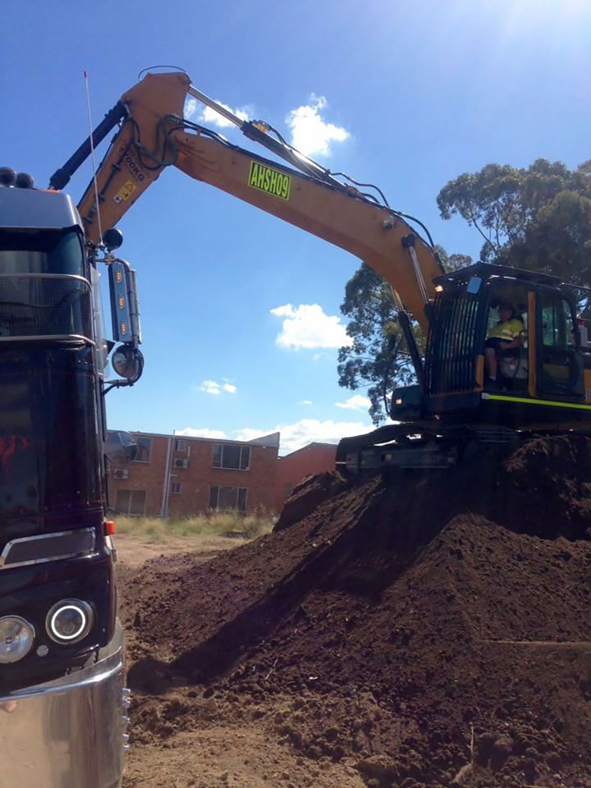 Load and Go bulk haulage with excavator