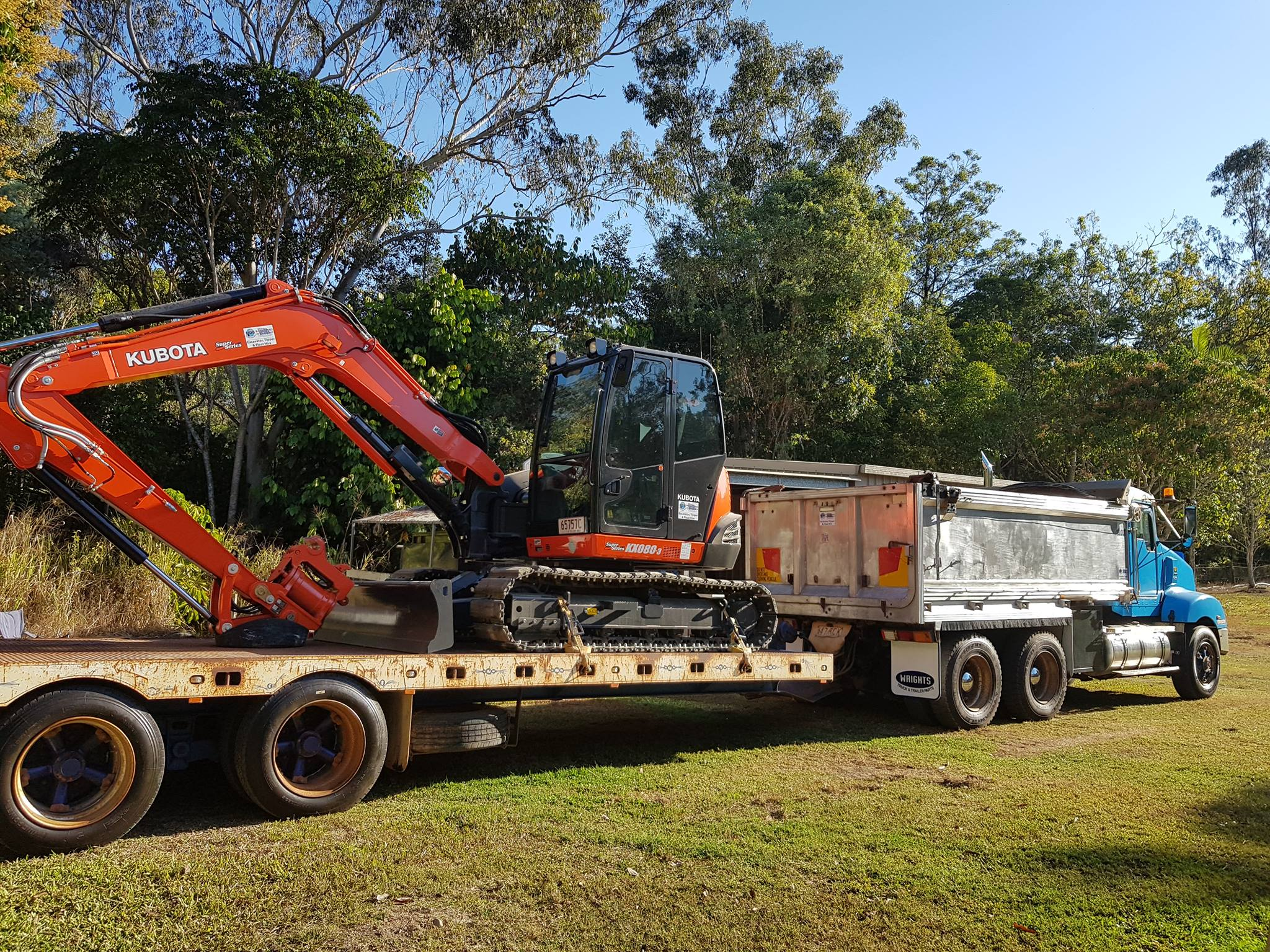 MDB Excavations Tipper Excavator Float Transport