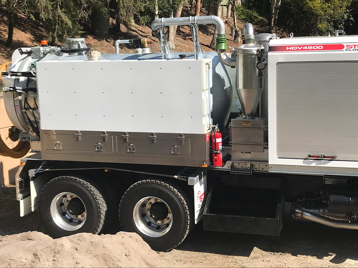 MW-Hire-logo-sucker-truck