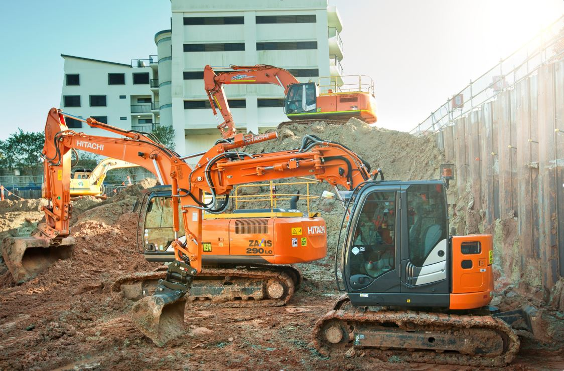 Mcmanaway_Earthmoving excavator fleet on site (3)