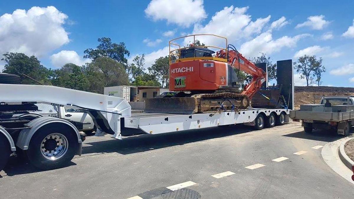 Mcmanaway_Earthmoving excavator heavy haulage