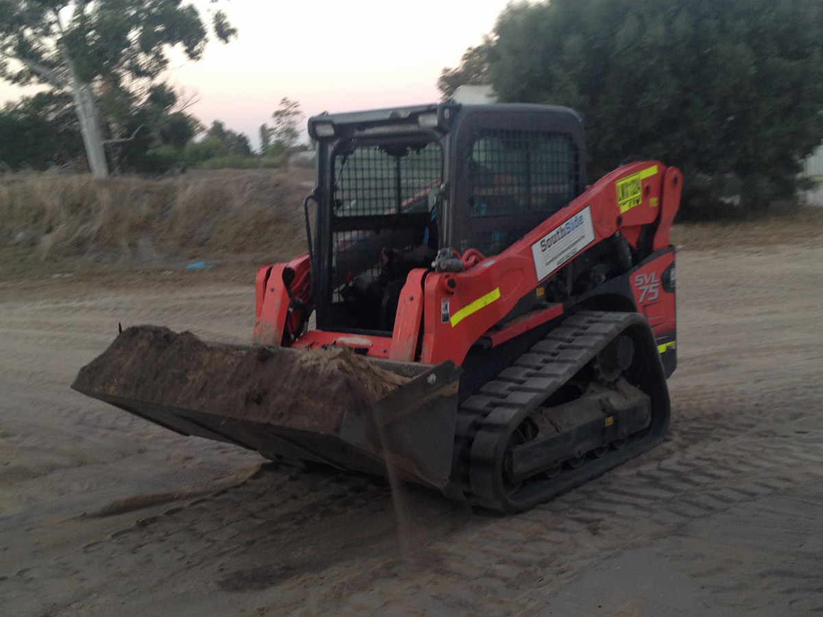 Mini-Tracked-Compact-Utility-Loader-Bobcat-Skidsteer-1