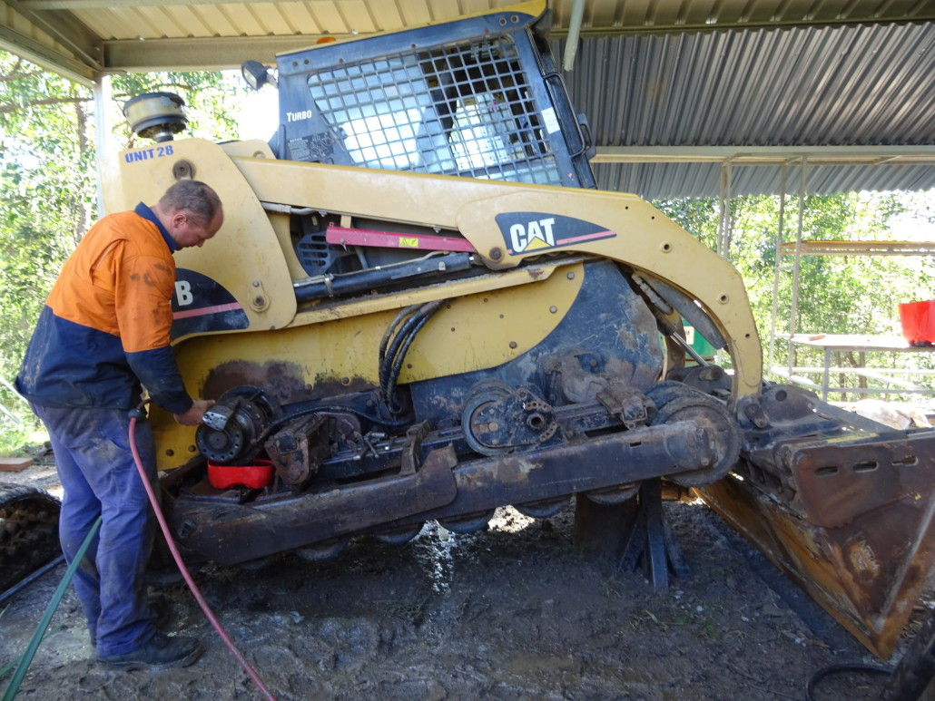Mobile-Diesel-Services-Brisbane-skid-steer-repair-operator