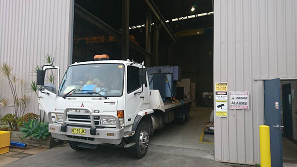National-Cranes-and-Engineering-service-truck-flatbed-tilt-tray-truck-hire