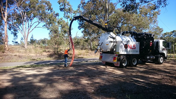 Newcastle-Locating-Services-NDD-vac-excavation