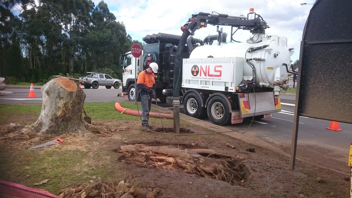 Newcastle-Locating-Services-Non-destructive-digging-vac-truck