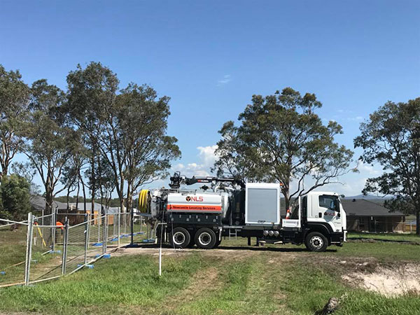 Newcastle-Locating-Services-vac-truck-on-site