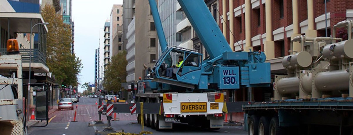 Nicks-Cranes-Services-slewing-crane-high-rise-Wingfield