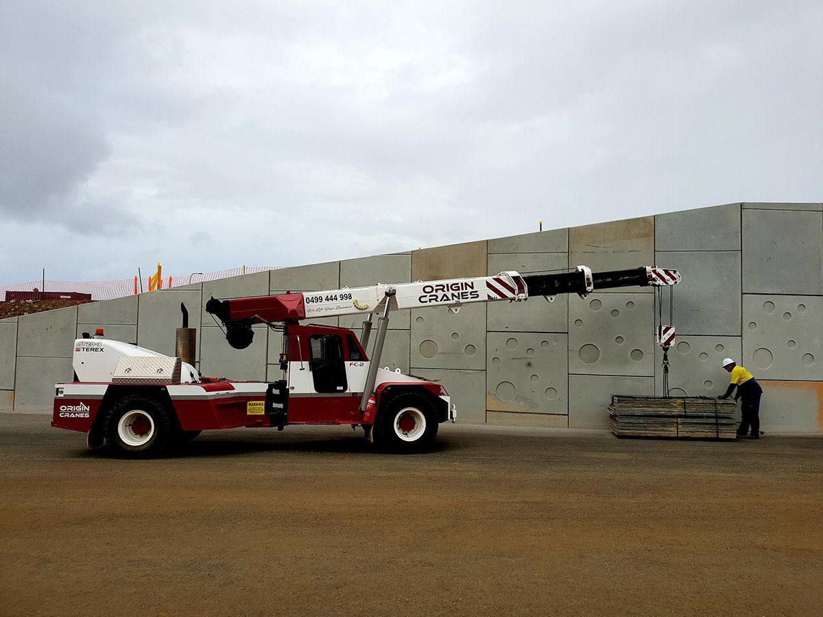 Origin-Cranes-concrete-wall-construction-Sunshine-Coast