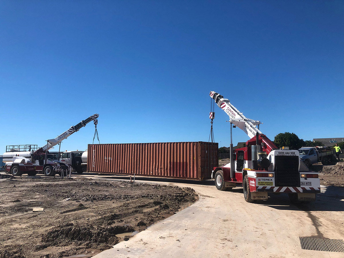 Origin-Cranes-frannas-shipping-container-lift-Noosa