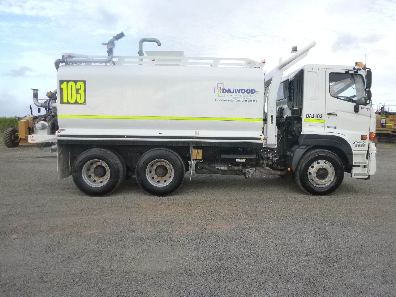 HINO FM 2632 WATER TRUCK FOR HIRE