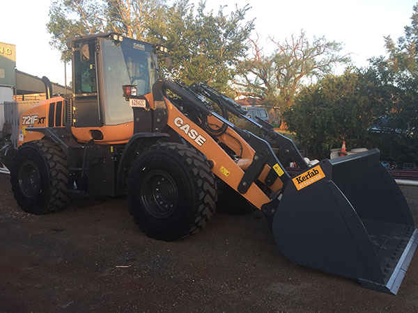 Equipped-Civil-and-Earthmoving-Front-Loader-Hire