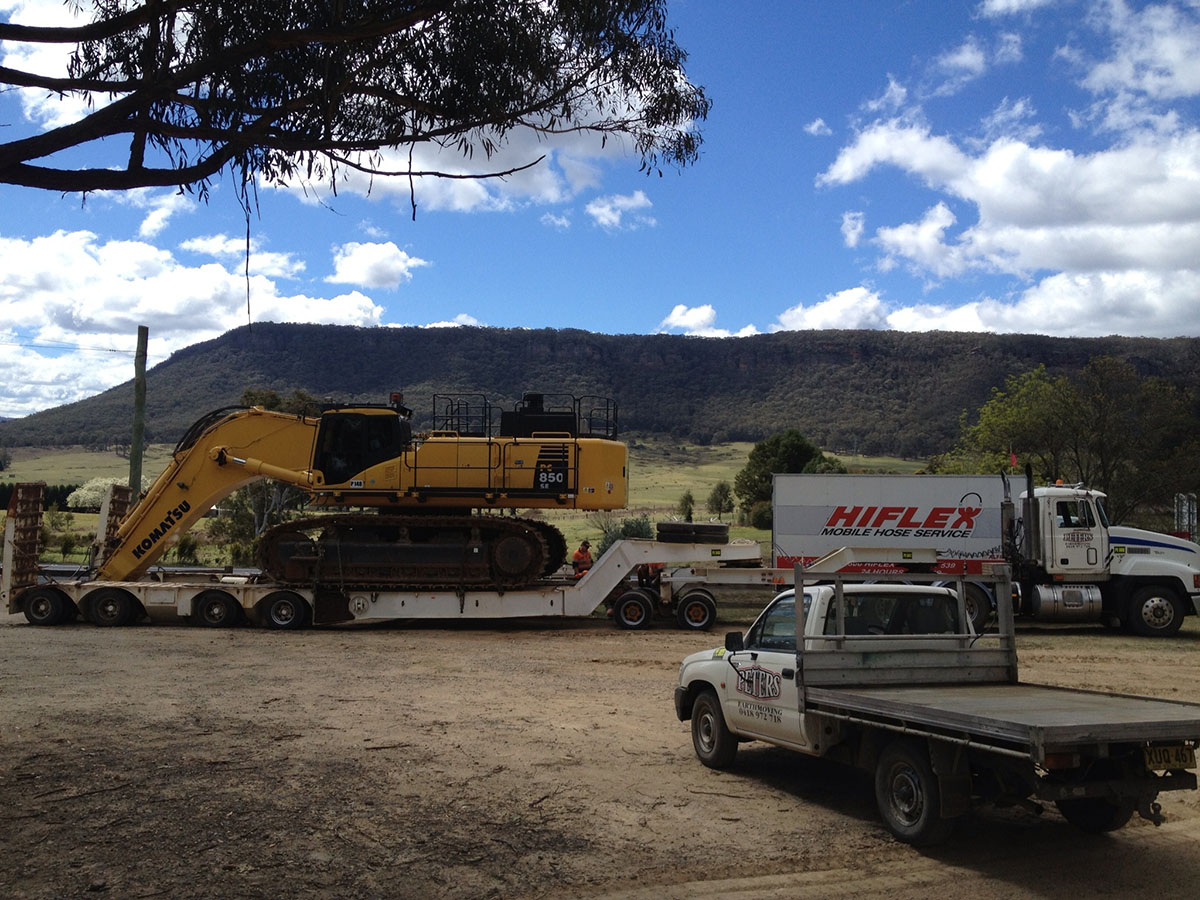Peters Earthmoving Excavator digging