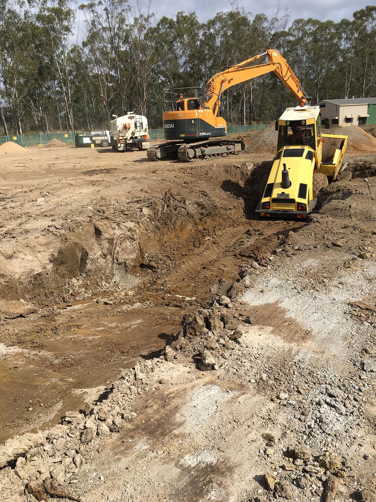 Phoenix-Fuel-Systems-Mt-Larcom-excavator-roller