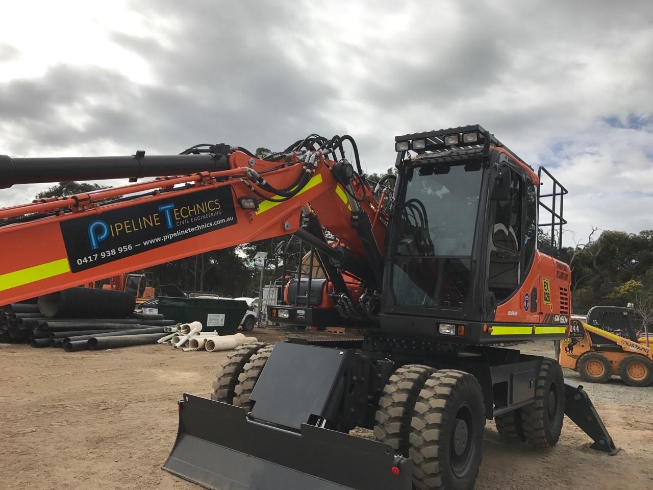 Pipeline Technics excavator control