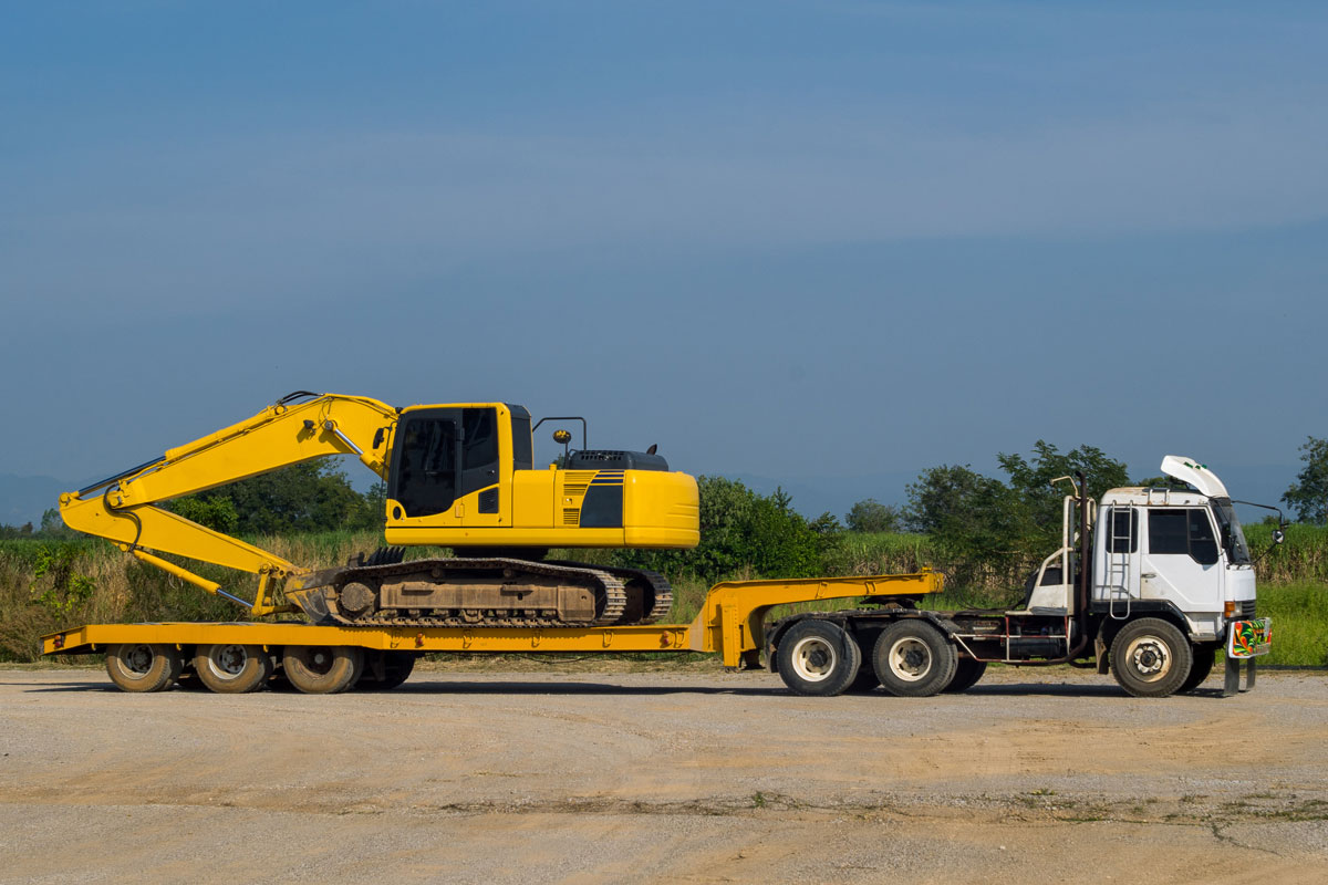 plant-shift-float and excavator truck-transport-nsw-batemans-bay