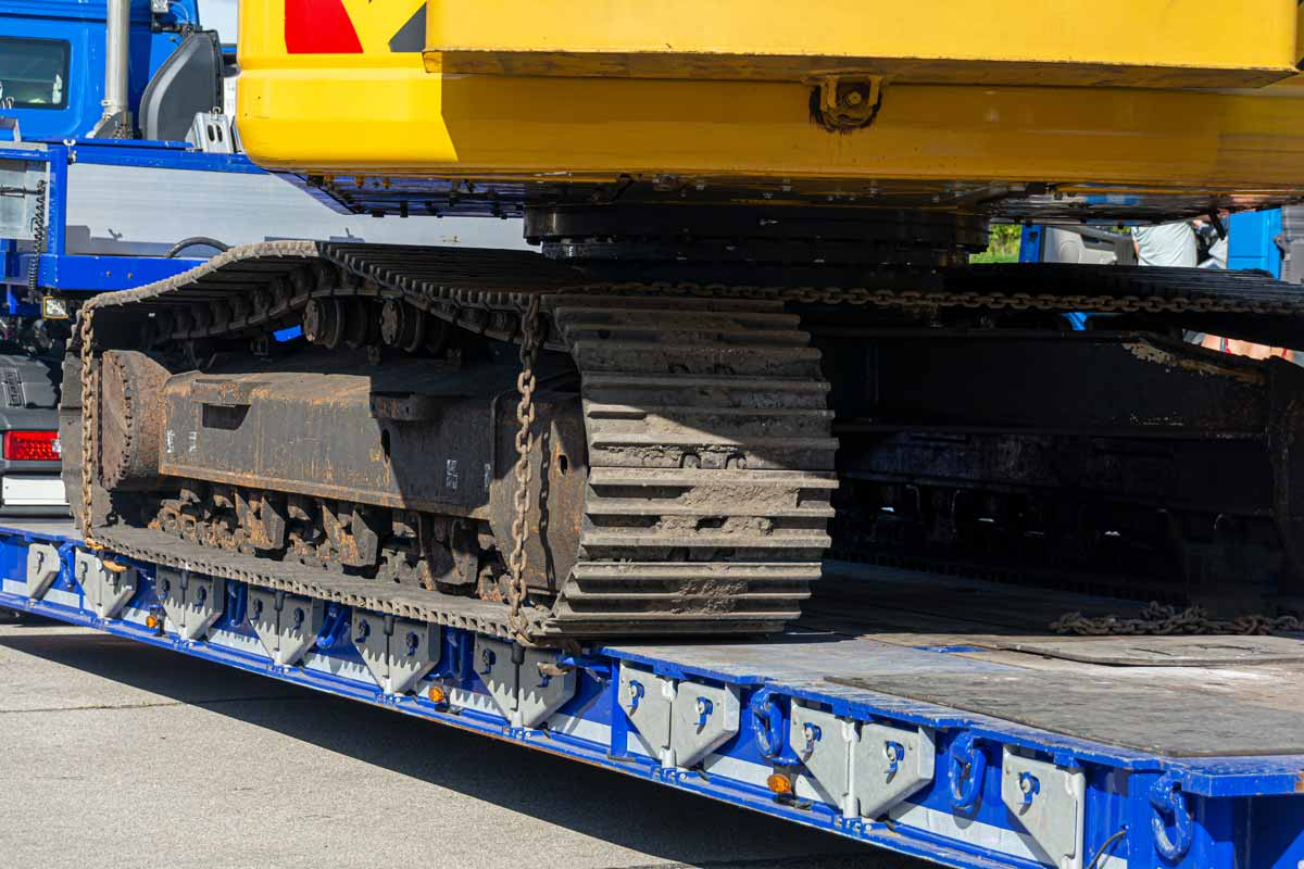 plant-shift-heavy-haulage-excavator -on-float-trailer