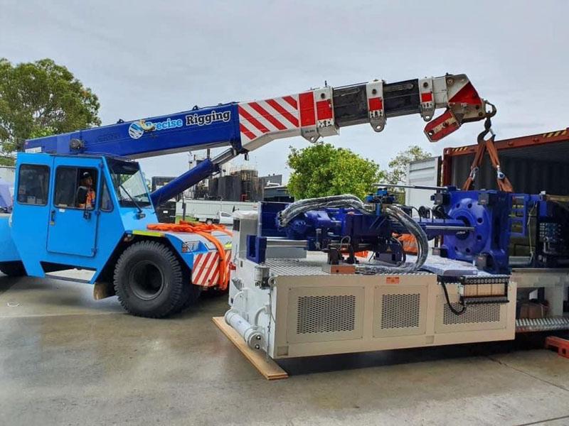 Franna AT 18 lifting heavy machinery