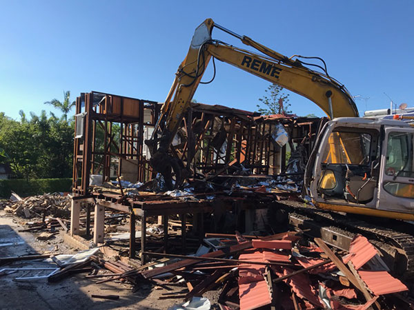 Relient-Civil-Group-house-demolish-excavator-Brisbane