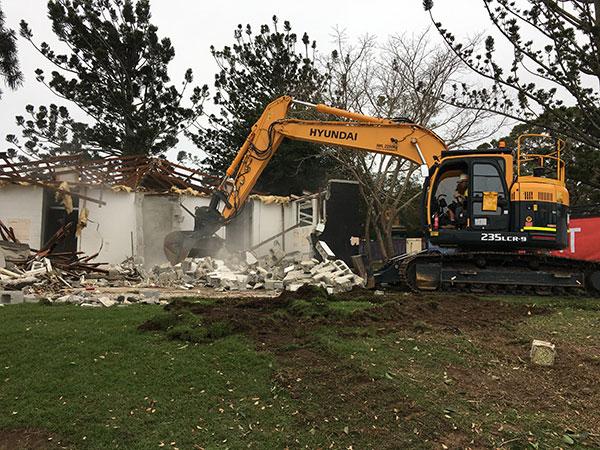 Relient-Civil-hyundai-excavator-Demolition-Brisbane
