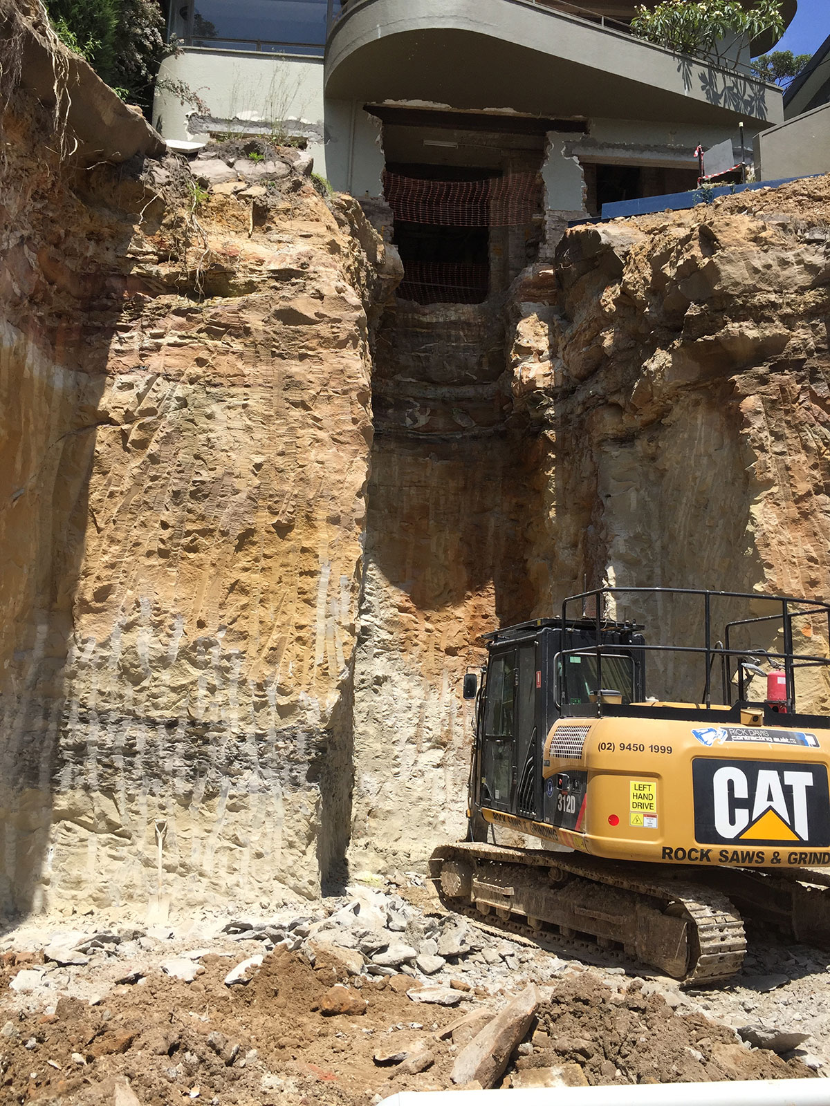 Rick-Davis-Contracting-Rock-Excavation-with-Excavator-Sydney