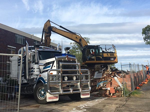 Roelandts-Group-transport-demolition-excavator-semi-tipper-truck-Brisbane
