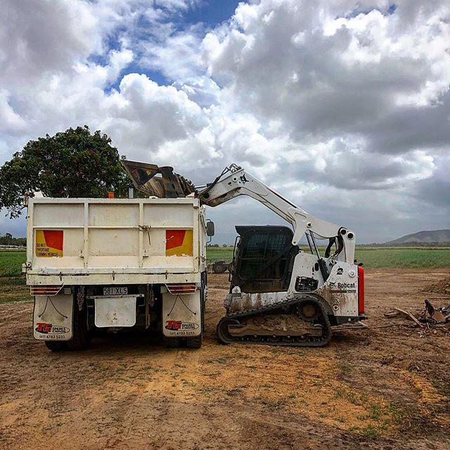 Rojo Plant Hire - Hitachi Track Mounted Excavator