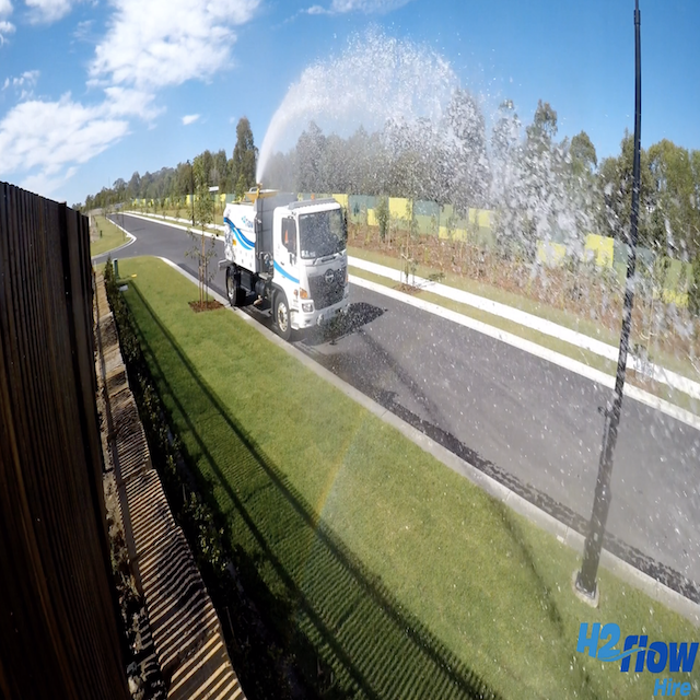 H2flow Hire Water Truck working at the Gainsbourough Greens project.