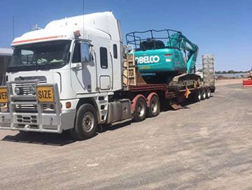 Stu_s-Excavation-and-Tipper-Hire-truck-float-excavator-kobelco