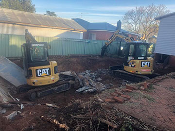 Stu_s-Excavation-and-Tipper-Hire-two-excavator-excavation-domestic