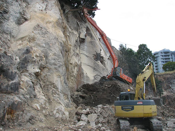 TEAM-Rock-Anchors-long-reach-excavator-slope-stabilisation-Queensland