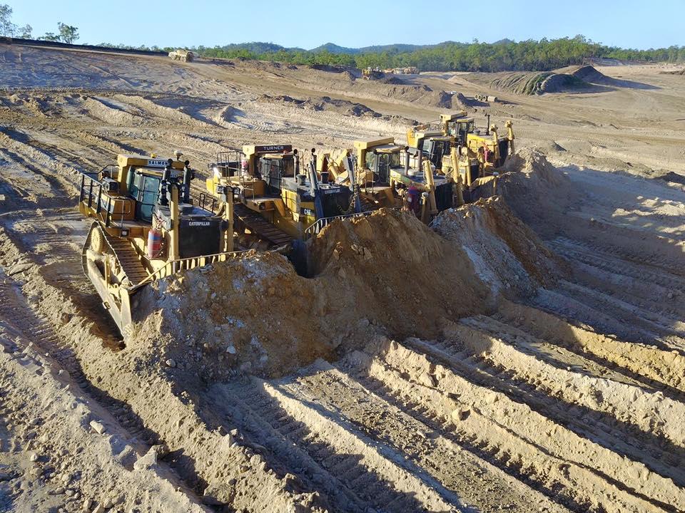Sheroz-Earthworks-excavator-ute-fleet-site