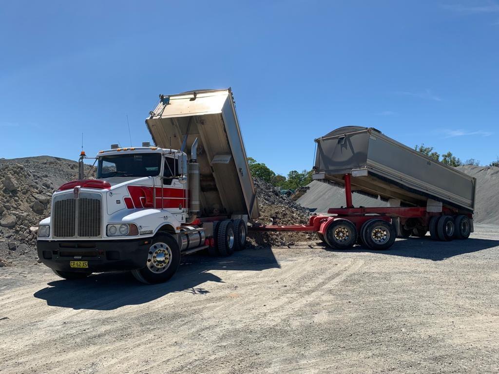 Hammond-Earthmoving-road-tipper-truck-hire-queensland