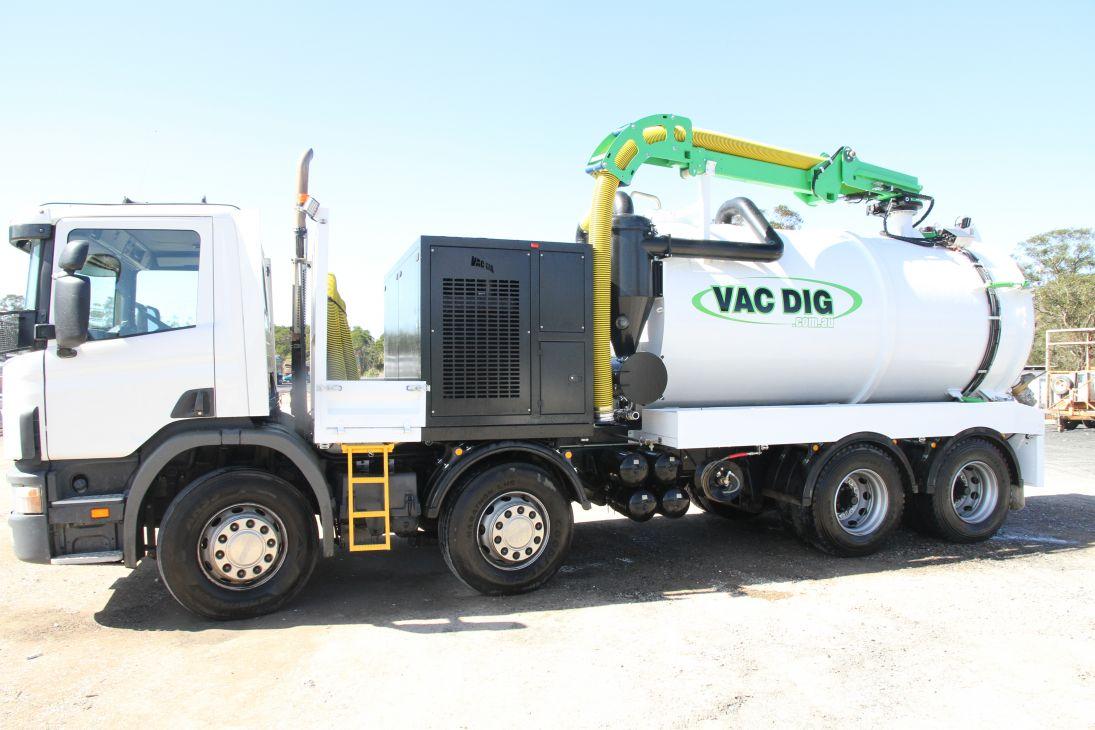 Vac Dig Vacuum tank with logo 4