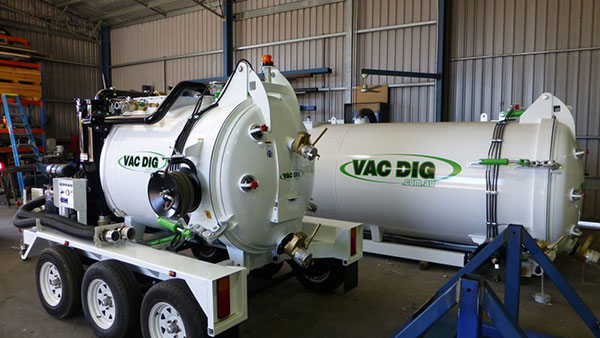 Vac Dig Vacuum tank with logo 3