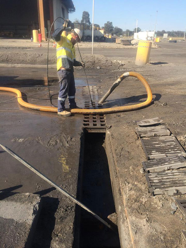 Vacsafe-grate-sewer-and-drain-cleaning-mudgee