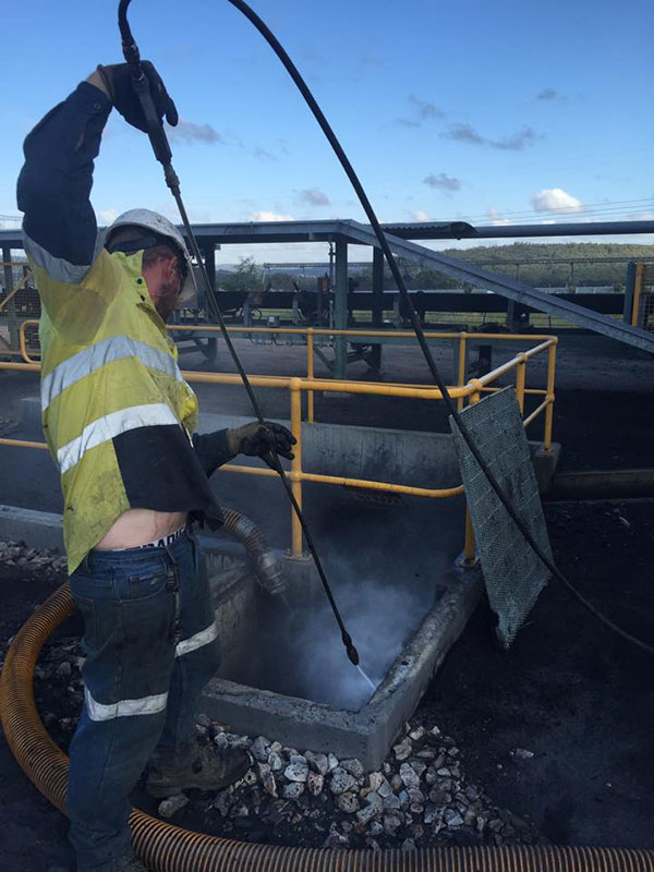 Vacsafe-operator-jetting-cleaning-excavation-new-south-wales-water-jetting-mudgee