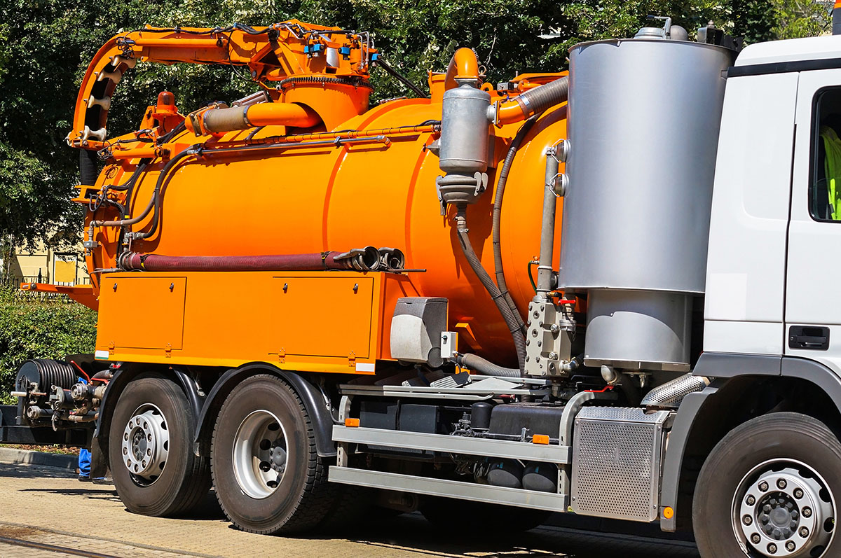 Equipped-Civil-and-Earthmoving-Vacuum Truck 3