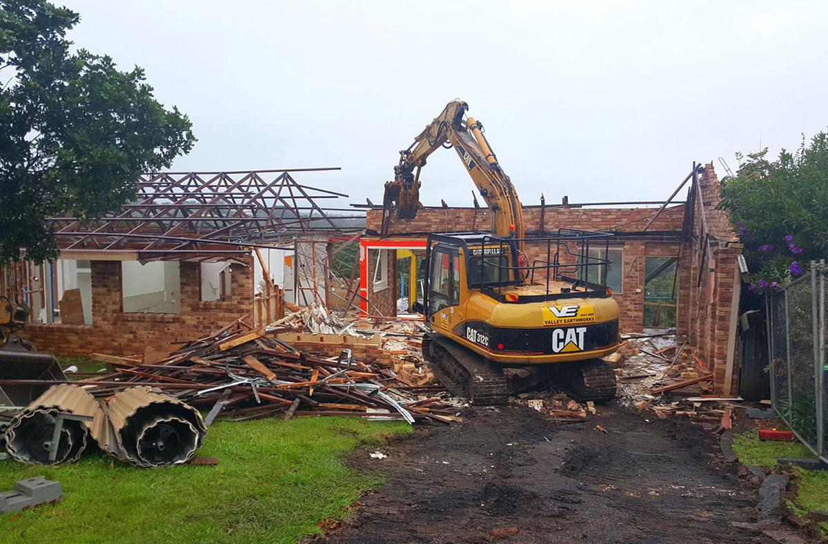 Valley-Earthworks-demolition-via-excavator-Grafton