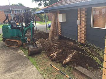 WJS-Plumbing-Excavator-on-site-Emergency-Plumber-Chermside