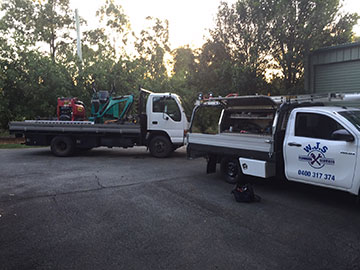 WJS-Plumbing-Truck-and-Ute-on-site-Emergency-Plumber-Northlakes