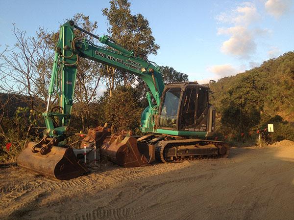 Weber-Excavations-attachment-buckets-excavator-hire-driveway-construction-kerry