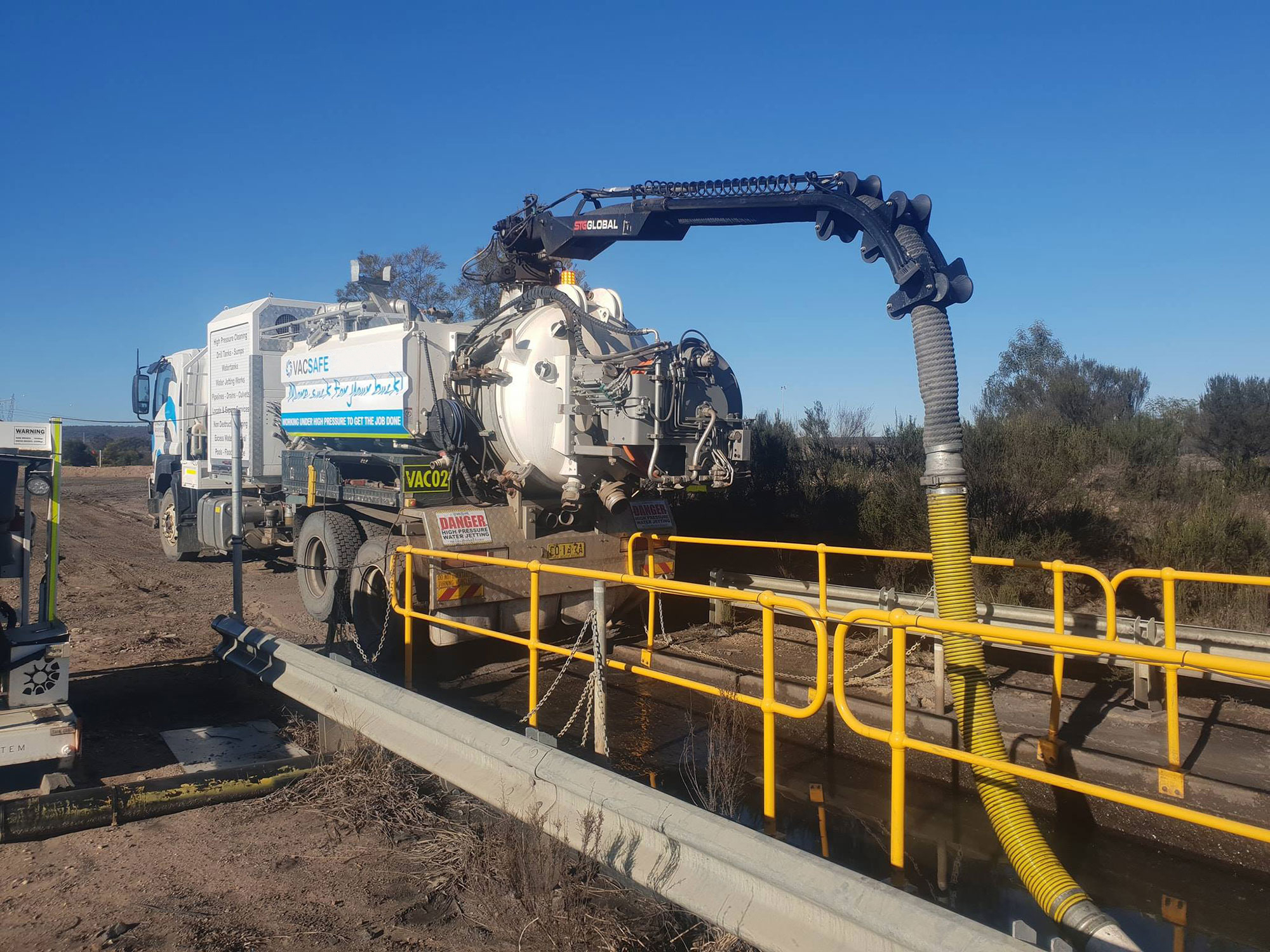 Vacsafe-major-water-and-waste-removal-new-south-wales-6000l-sucker-truck-hire-mudgee