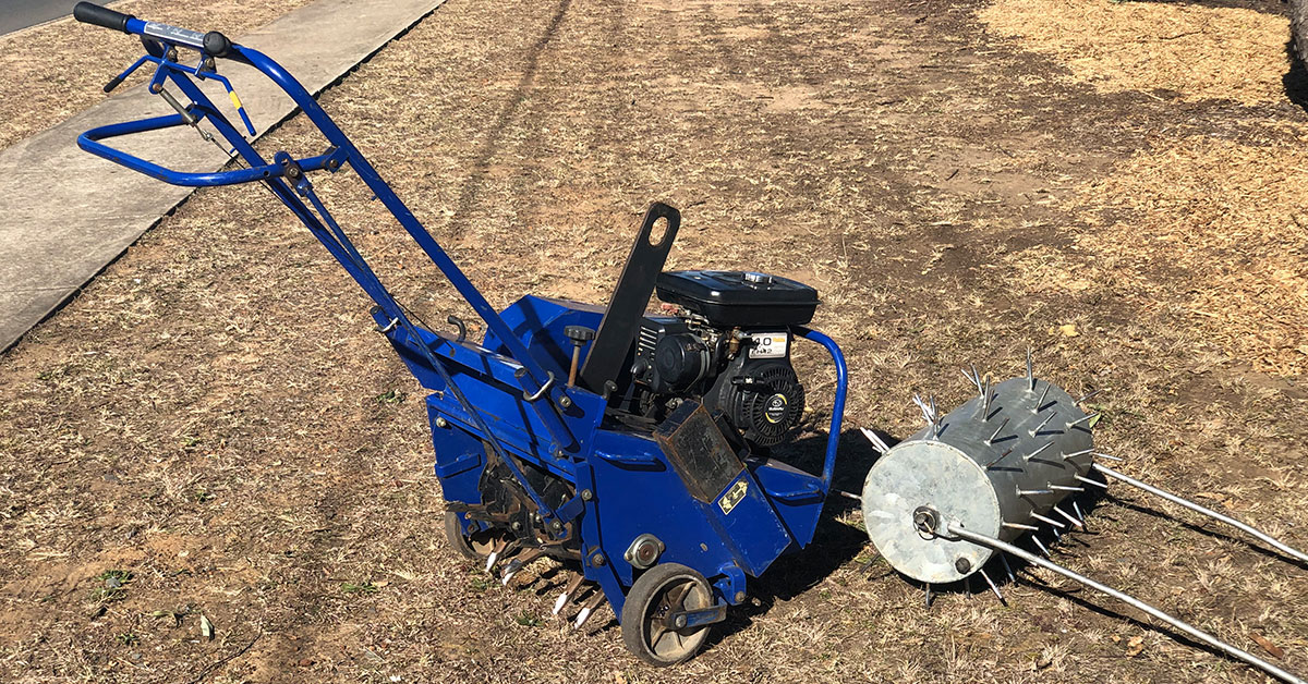 Online Hire stocks two types of aerators of your choosing. The 483mm wide 3.5HP Bluebird Aerator and the 600mm manual Spiked