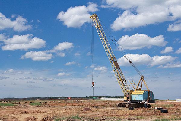 A.M. Cranes and Rigging 150 crawler crane hire