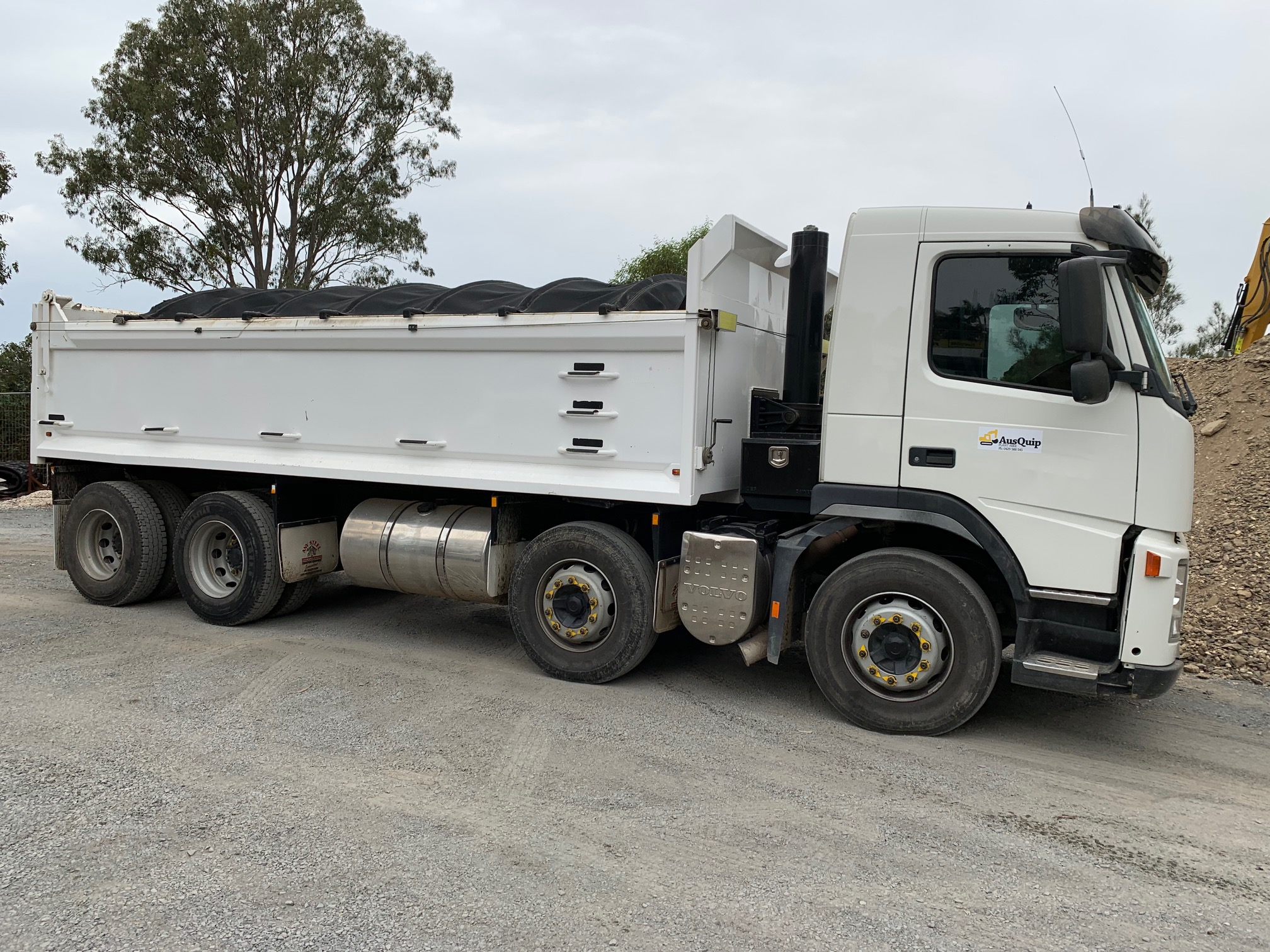 ausquip-cartage-services-tipper-truck-gold-coast