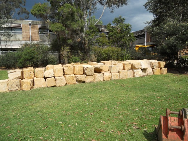 retaining-wall-construction-earthscape